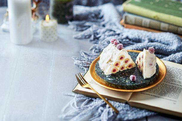 Verschneites Knusperhäuschen mit Cranberry-Keks-Balken Rezept