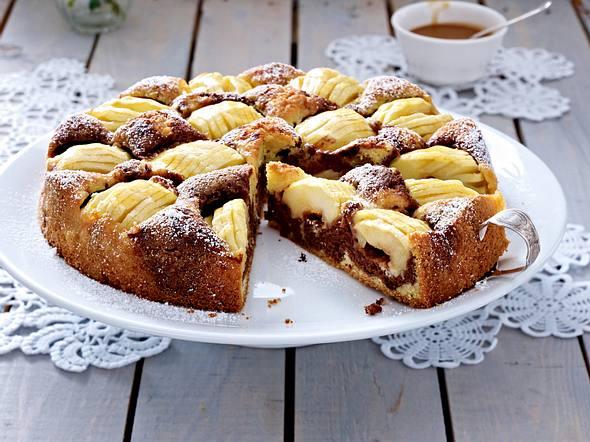 Versunkener Apfel-Marmorkuchen mit Toffeesoße Rezept