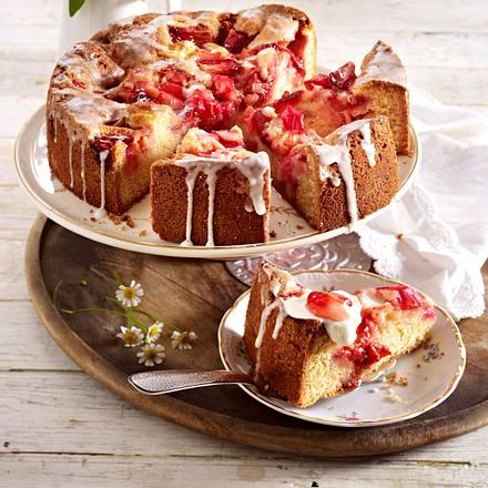 Versunkener Rhabarber- Erdbeer-Kuchen Rezept