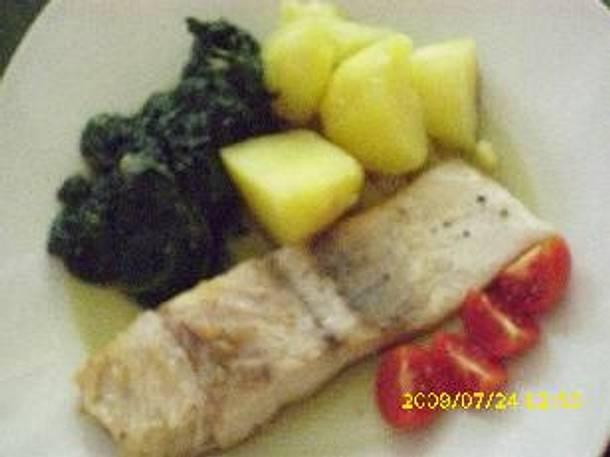 Victoriaseebarschfilet gebraten mit römischem Spinat Rezept