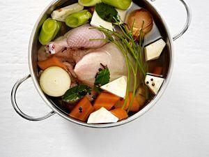 Vier Grundbrühen (Fisch-, Hühner-, Rinder- und Gemüsebrühe) Rezept