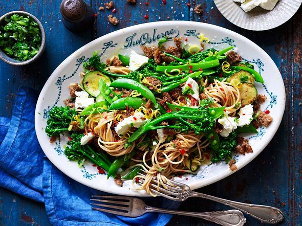 """""""Voll aufs Korn""""-Spaghetti mit Pangrattato Rezept"""