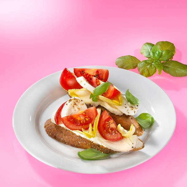 Vollkornbrötchen mit Tomate-Mozzarella Rezept
