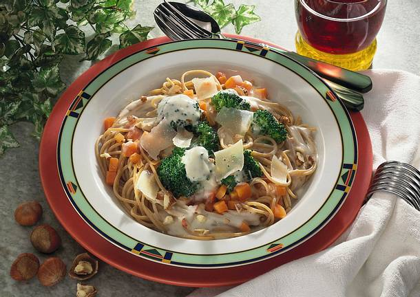 Vollkornspaghetti mit Broccoli-Möhren-Sahne-Soße Rezept