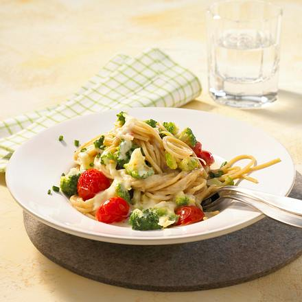 Vollkornspaghetti mit Broccoli und dreierlei Käse Rezept