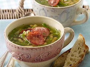 Vorspeise: Klare Bohnensuppe mit grünen Bohnen, Flageolet und Cabanossi Rezept