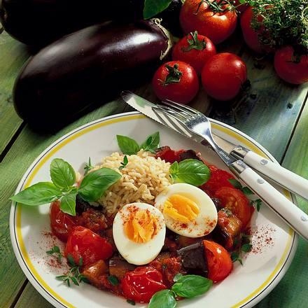 Wachsweiche Eier auf Auberginen-Kräuter-Ragout Rezept