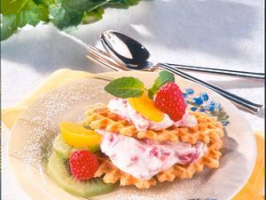 Waffelburger mit Himbeercreme und Frucht-Deko Rezept