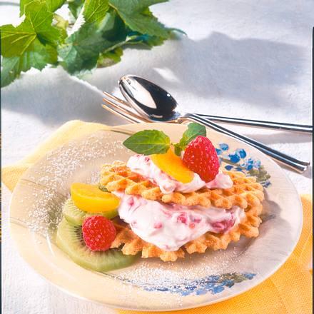 waffelburger mit himbeercreme und frucht deko rezept chefkoch rezepte auf kochen. Black Bedroom Furniture Sets. Home Design Ideas