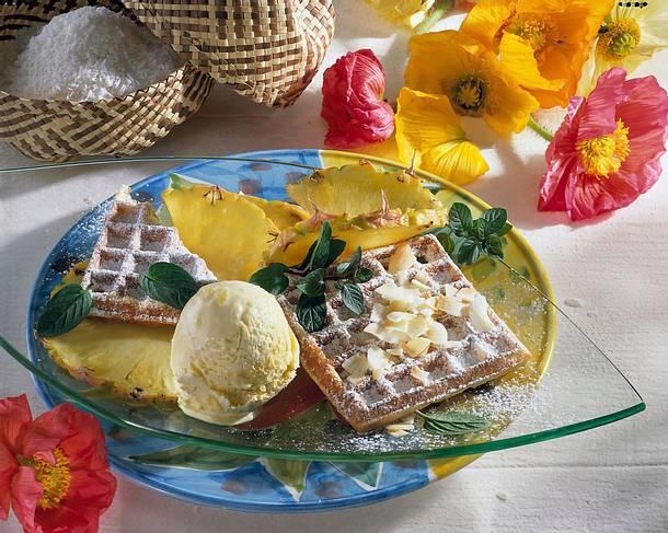 Waffeln mit Ananas und Eiscreme Rezept
