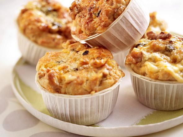 Walnuss-Muffins mit Roquefort Rezept