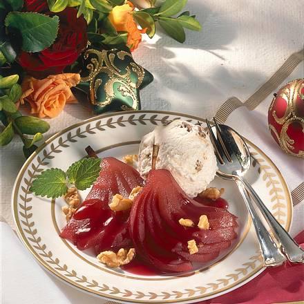 Walnusseis mit Rotwein-Birnen Rezept