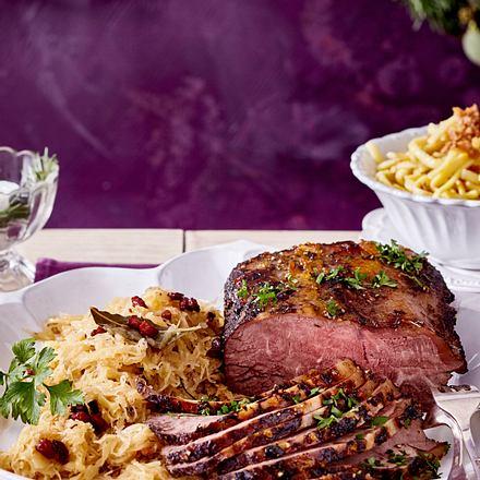 Warme Speisen nach dem Adventskranzbinden (Roastbeef, Schmorkohl und Spätzle) Rezept