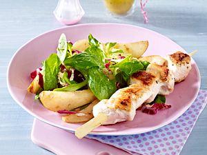 Warmer Feldsalat mit Hähnchenfilet-Spießen Rezept