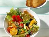 Warmer Hähnchensalat (mit Gemüsemais) Rezept
