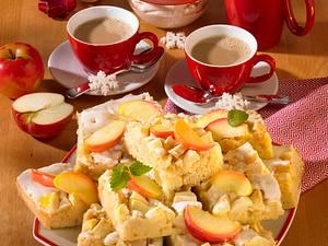 Weihnachtlicher Apfelkuchen mit Zimtsahne Rezept