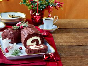 Weihnachts-Schokoladen-Biskuitrolle Rezept