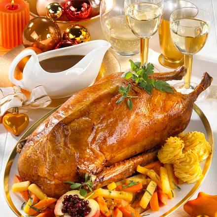 Weihnachtsgans mit glasiertem Steckrüben-Möhrengemüse Rezept