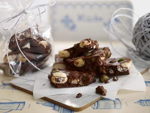 Weihnachtsschokolade mit Macadamias & Pistazien Rezept