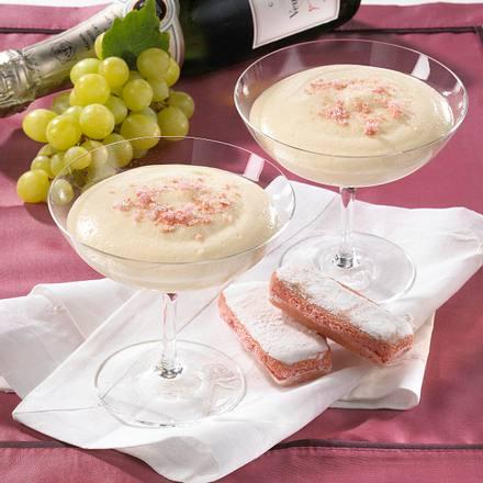 Weincreme mit rosa Biskuits Rezept