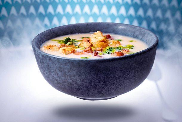 Weiße-Bohnen-Suppe mit Croûtons und Zitronenöl-F8813201