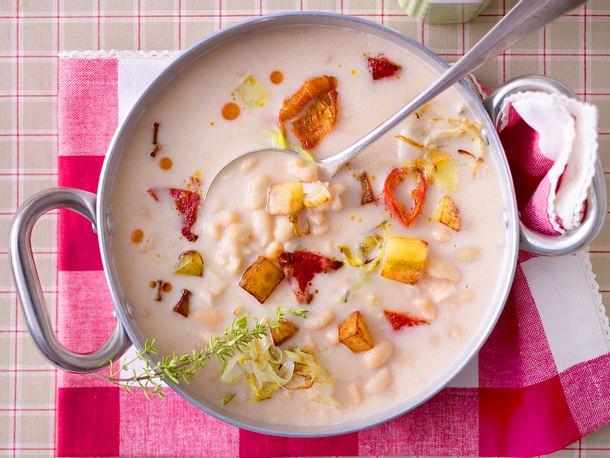 Weiße-Bohnen-Suppe mit Gemüsecroûtons Rezept