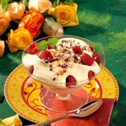 Weiße Schoko-Joghurtcreme mit Himbeeren Rezept