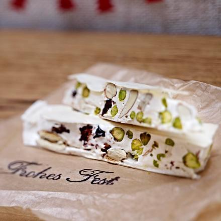 Weißer Nougat mit Pistazien und getrockneten Kirschen Rezept