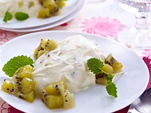 Weißes Schokomousse mit Kiwi Rezept
