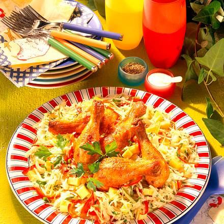 Weißkohlsalat mit Hähnchenkeulen Rezept