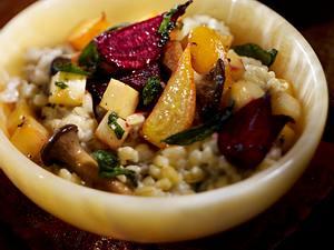 Weizenrisotto mit Rote Bete und Steckrübe Rezept