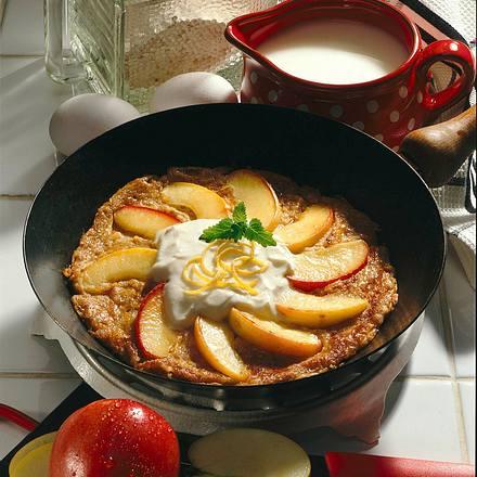 Weizenvollkorn-Pfannkuchen mit Apfelspalten und Zimt Rezept