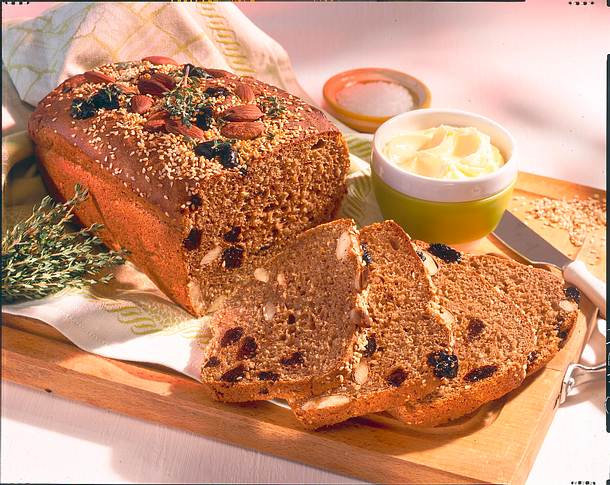 Weizenvollkornbrot mit Pflaumen, Mandeln und Sesam Rezept