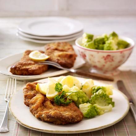 Wiener Backsteak zu Meerrettich-Béchamel-Kartoffeln und Romanesco Rezept