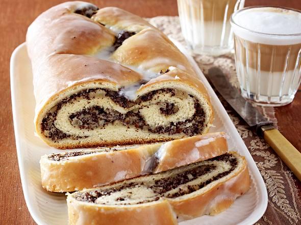 Wiener Mohn-Striezel mit Birnenstückchen Rezept