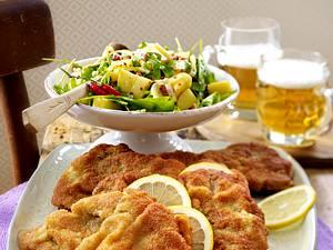 Wiener Schnitzel vom Rind mit Kartoffelspecksalat Rezept