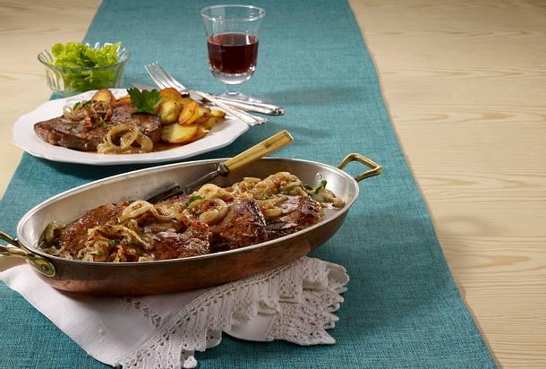 Wiener Zwiebelrostbraten mit Bratkartoffeln Rezept