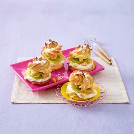 Windbeutel mit Kokosmousse und exotischem Obstsalat Rezept