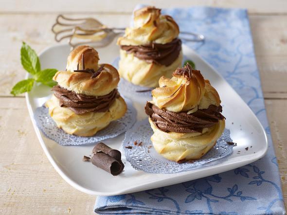 Windbeutel mit Mousse au chocolat-Füllung (vier mal anders) Rezept