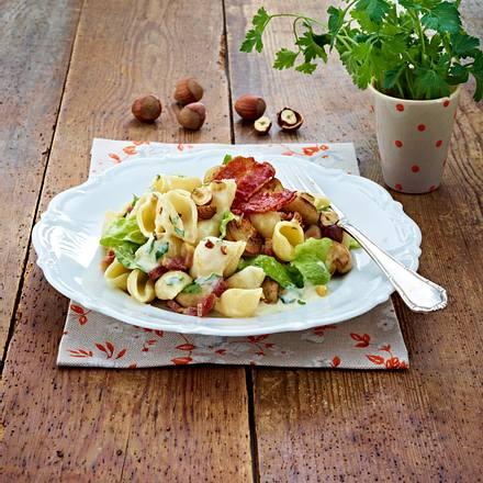 Winterliche Nudelpfanne mit Römersalat Rezept