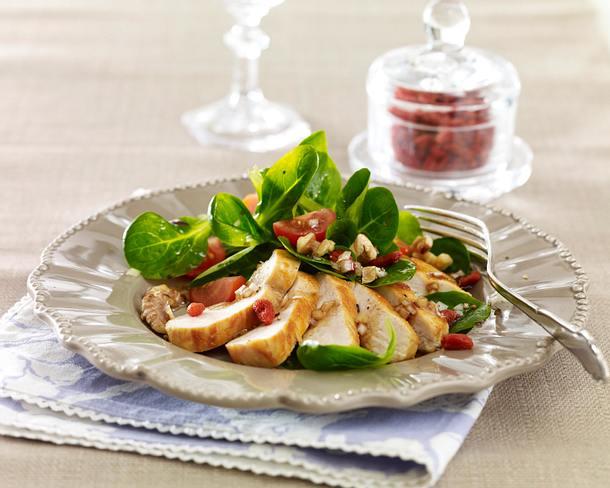 Winterlicher Salat mit Hähnchen und Gojibeeren Rezept