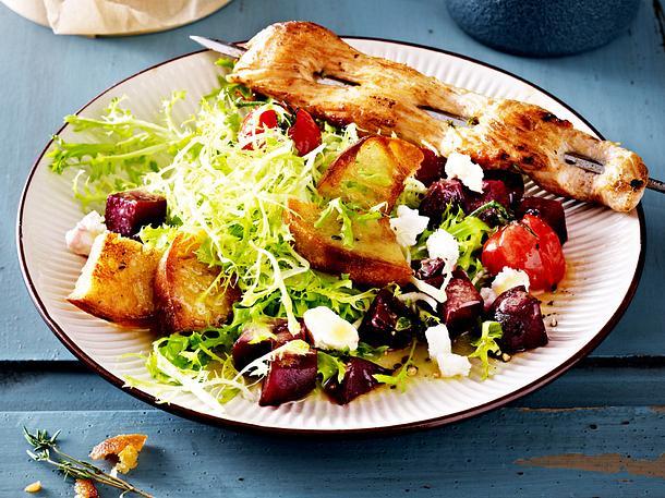 Wintersalat mit Hähnchen-Saté-Spießen Rezept