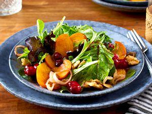 Wintersalat mit Kaki und Cranberrysoße Rezept