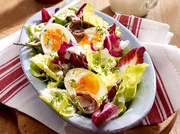 Wintersalat mit wachsweichen Eiern Rezept