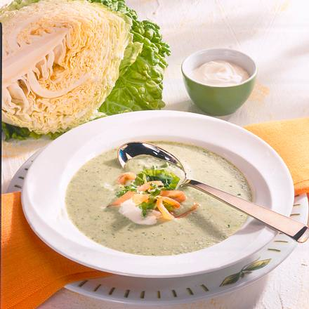 Wirsing-Creme-Suppe mit Räucherlachs Rezept