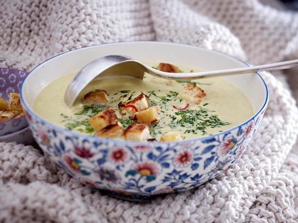 Wirsing-Parmesansuppe Rezept