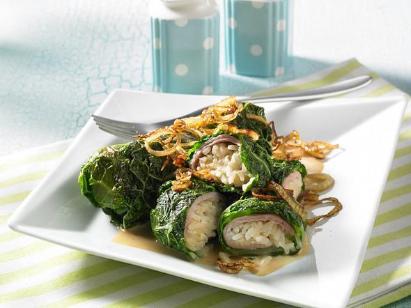 Wirsing-Reis-Rouladen mit Frischkäsesoße Rezept