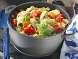 Wirsing-Tomaten-Eintopf mit Käse-Kräuter-Nockerln Rezept