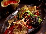 Wirsingrouladen mit Gemüse-Reisfüllung und Tomatensoße auf Austernpilzen Rezept