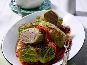 Wirsingrouladen mit Tomatensoße Rezept
